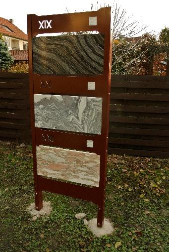 Venkovní expozice leštěných horninových desek v areálu společnosti Vodní zdroje Chrudim